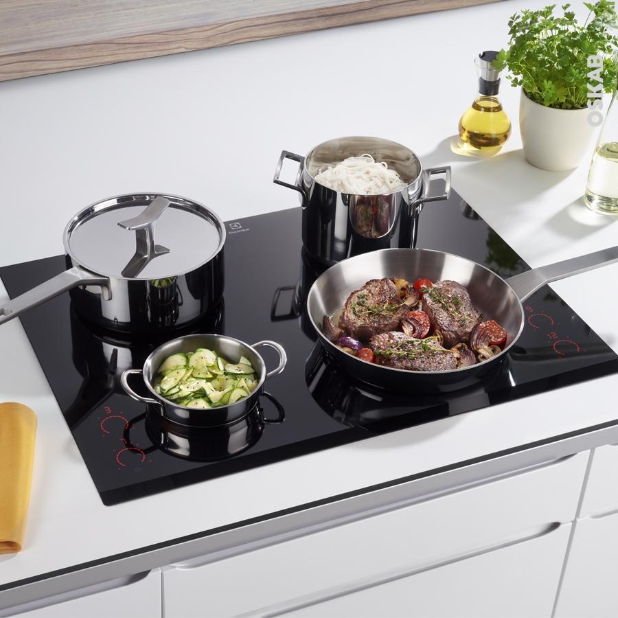 plaque verre cuisine rhabiller sa cuisine en plaques de verre galerie photos d 39 article 15 29. Black Bedroom Furniture Sets. Home Design Ideas